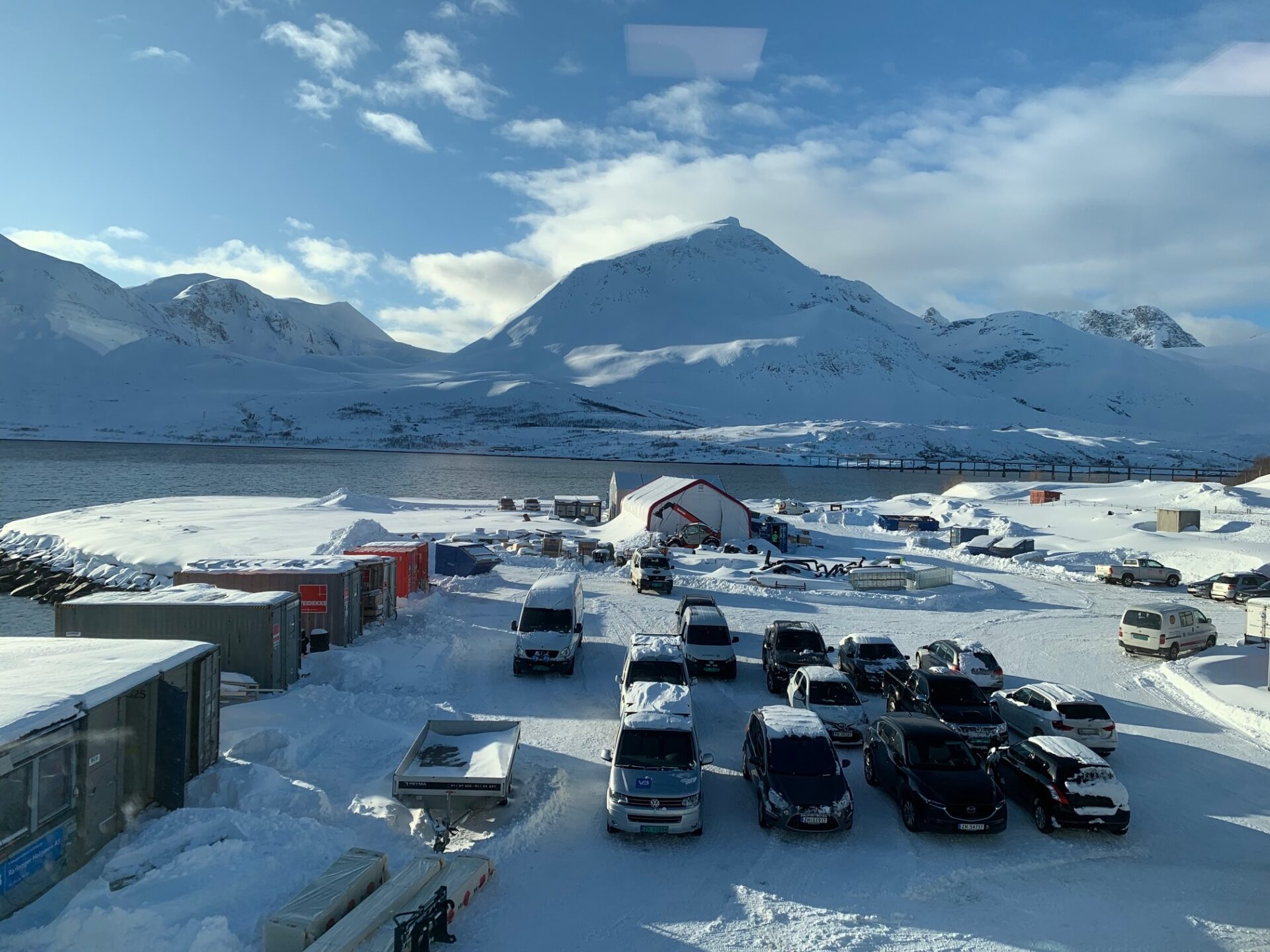 Overview picture of barracks on sandoera in winter